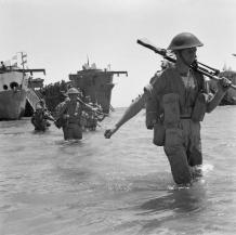 british_troops_wade_ashore_during_the_invasion_of_sicily2c_10_july_1943-_na4275